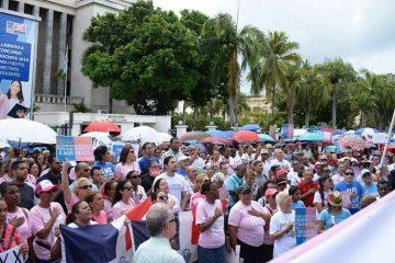 República Dominicana: Miles se manifiestan contra imposición de ideología de género