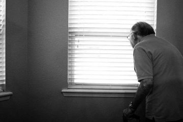 Vaticano recuerda que coronavirus cobra más vidas de ancianos: No los dejemos solos